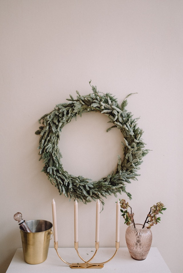 How to Make a Small Home Look Larger This Holiday Season